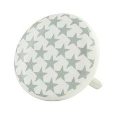 Dit leuke deurknopje met sterrenmotief geeft de kast of commode in jongenskamer een stoere uitstraling.