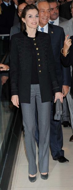 zOn the last day of visit to Portugal, King Felipe and Queen Letizia of Spain and Portuguese President Marcelo Rebelo de Sousa, accompanied by Champalimaud Foundation President Leonor Beleza, visited the Champalimaud Foundation in Lisbon, Portugal. 30 November 2016. Queen Letizia wore a Zara Military Jacket.