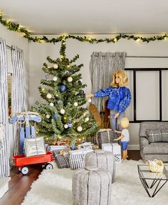 How We Redecorated the Culligan Dollhouse for The Holidays - Emily Henderson Barbie Room, Barbie Doll House, Barbie Dream House, Barbie Tumblr, Barbie Diorama, Christmas Barbie, Doll Display, Barbie Fashionista, Barbie Furniture