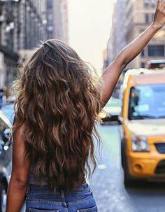 Cheveux ondulés naturels automne-hiver 2016 - Cheveux ondulés : de jolies coiffures pour un volume maîtrisé  - Elle