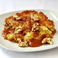 Maple Chomeur (Poor Man's Pudding) - I'm always amazed when a few simple ingredients can be transformed into something so delicious. Find out why this simple dessert has been so popular for decades in the province of Quebec. Canadian Cuisine, Canadian Food, Canadian Recipes, Easy Desserts, Delicious Desserts, Dessert Recipes, Yummy Food, Rock Recipes, Sweet Recipes