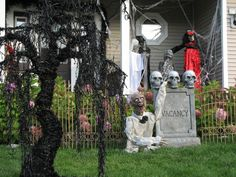 Photo Credit: Katie Kellogg Currier - Grandin Road's Spooky Decor Challenge 2012