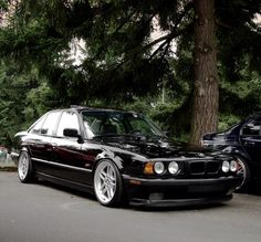 Black E34 stanced on M-par