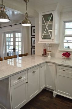 Browse photos of Small kitchen designs. Discover inspiration for your Small kitchen remodel or upgrade with ideas for storage, organization, layout and decor. best kitchen decor The 12 Best Small Kitchen Remodel Ideas, Design & Photos White Kitchen Cabinets, Kitchen Cabinet Design, Kitchen Redo, Kitchen Countertops, New Kitchen, Kitchen Ideas, Kitchen Backsplash, Country Kitchen, Backsplash Design