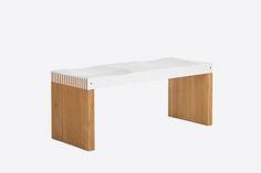 Sitzbank aus Kompaktplatte mit Massivholz