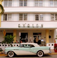 Art Deco capital of the world by jikido-san, Miami, Florida,USA. | Can someone tell me the make/model of the car?