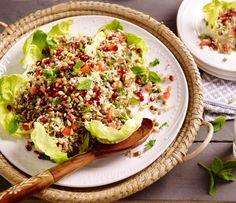 """In de Libanese keuken speelt vlees geen grote rol, veel gerechten zijn vegetarisch. Het Libanees recept """"vegetarische rijstsalade met linzen"""" is hier een mooi voorbeeld van. Een simpele salade op basis van een kropsla, tomaten, rijst, linzen en mediterrane kruiden. Deze Libanese salade maak je natuurlijk met Lassie zilvervliesrijst. Een recept van een heerlijke Libanese salade van Lassie! Bekijk dit Libanees recept en meer lekkere salade recepten op lassie.nl! #opjebord #libaneesrecept Lunch Restaurants, Healthy Snacks, Healthy Recipes, Asian Recipes, Ethnic Recipes, Sprout Recipes, Lentil Salad, Paleo, Food Inspiration"""