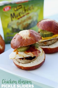 Create this delicious chicken slider recipe for an easy appetizer any time of the day! Whether you want a cheesy egg on top or extra bacon, try this fun slider idea! Cheesy Chicken, Chicken Bacon, Egg Burger, Chicken Sliders, Chicken Patties, Slider Recipes, Best Sandwich, Wrap Sandwiches, Yum Yum Chicken