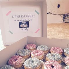 Pregnant, donuts, baby, belly, announcement for colleagues. Check out 'Bon &… - Schwangerschaft Baby Announcement Cake, Expecting Baby Announcements, Second Baby Announcements, Baby Announcement Pictures, Gender Announcements, Pregnancy Announcement To Husband, Facebook Pregnancy Announcement, Gender Reveal Party Decorations, Baby Gender Reveal Party