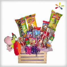 CANDY BOX Diseño compuesto por chocolates, frituras, gomitas, cacahuates, tamarindos, paletas, mazapanes, goma de mascar, peluche en caja de madera con curly.