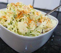 Salade pommes chou et noix au thermomix. Voici une délicieuse Salade aux pommes, chou et noix. Une recette facile et rapide à réaliser au thermomix.