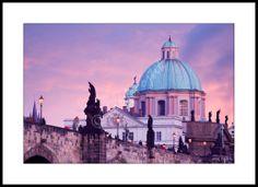 Fotoobraz - Karlův most a kopule kostela svatého Františka Serafínského, Praha, Česko. Foto: Josef Fojtík - www.fotoobrazarna.cz