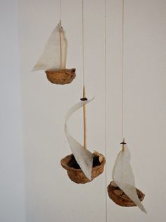 bikelovin: Upcycling of the Week: Nutshell Glider - Upcycled Crafts Upcycled Crafts, Upcycled Home Decor, Easy Crafts, Diy And Crafts, Arts And Crafts, Diy For Kids, Crafts For Kids, Walnut Shell, Nature Crafts