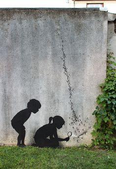 PHOTOS. Street art: l'artiste Pejac modifie la réalité à sa fenêtre comme dans les rues de Paris
