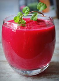 The nutritious & delicious way of losing fat is by including smoothies. Shed your excess belly fat by just sipping in these weight loss smoothies. Here are best smoothie recipes for you. Healthy Juice Recipes, Healthy Smoothies, Healthy Drinks, Smoothie Recipes, Healthy Juices, Detox Recipes, Healthy Food, Beetroot Juice Benefits, Juice For Skin