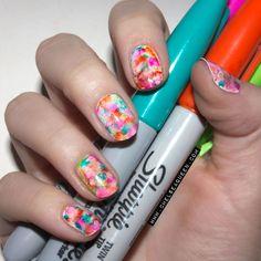 23 Sharpie Nail Art Designs für diesen Frühling - Still Trends Cute Nail Art, Cute Nails, Pretty Nails, Mood Nail Polish, White Nail Polish, Sharpie Nail Art, Uñas Fashion, New Nail Trends, Nagel Hacks