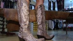 Your Nashville look wouldn't be complete without the perfect pair of boots, so the city's best boot shop shares how to pick the perfect cowboy boots for you and tips on breaking them in. Get more information here: http://livewelln.co/1fldgdG