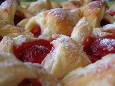 Kulinarne życie: Szybkie ciasteczka francuskie z truskawkami French Toast, Breakfast, Food, Morning Coffee, Essen, Meals, Yemek, Eten