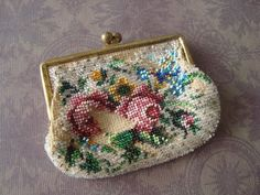 I picked up this Victorian micro beaded coin purse at a local antique shop. It has a lot of damage and missing beads, but it's still very charming. The price was only a few dollars, so I couldn't leave it there! (Я б такое тоже купила)