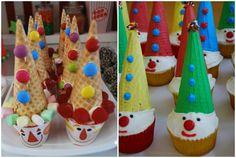 Cupcakes de payasos para cumpleanos infantil Rose Cookies, Best Sugar Cookies, Clown Party, Circus Party, Cake Icing, Cupcake Cakes, Gingerbread Icing, Circus Cookies, Bday Girl