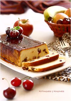 Pudding and seasonal fruits Cuban Desserts, Just Desserts, Mexican Food Recipes, Delicious Deserts, Yummy Food, Tasty, Pie Recipes, Sweet Recipes, Cooking Recipes