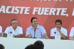 """El gobernador Javier Duarte de Ochoa presentó la nueva directiva y el cuerpo técnico de los """"Tiburones Rojos del Veracruz"""", donde aseguró que el deporte logra una sociedad más sana y mejor integrada."""