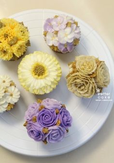 Done by student of Better class (베러 정규클래스/Regular class) www.better-cakes.com #buttercream#cake#베이킹#baking#rose#like#버터크림케이크#베러케익#cupcake#flower#수제케이크#sweet#플라워케이크#foodporn#birthday#wedding#디저트#bettercake#dessert#버터크림플라워케이크#follow#food#koreancake#beautiful#flowerstagram#instacake#컵케이크#꽃스타그램#베이킹클래스#instafood#