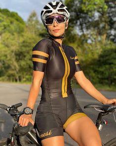 Road Bike Women, Bicycle Women, Bicycle Girl, Cycling Sunglasses, Cycling Girls, Bike Style, Biker Girl, Cycling Outfit, Athletic Women
