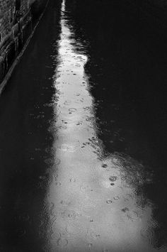 Robert Hecht - Rain on Canal, Venice, 2002. S)