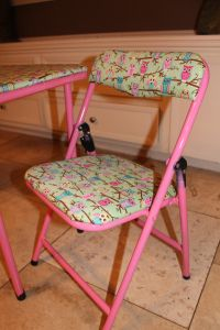 child folding chair and table makeover. easy DIY project to customize any folding chair/table set.