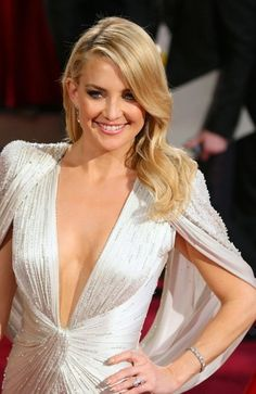 Kate Hudson Beauty at the Oscars 2014. Kate Hudson looks totally gorgeous. I love her totally glamourous look.