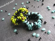 Beaded Scarf Ring - FREE Tutorial with detailed pictures from Otvet-tyt. In Russian. Use: 54 SuperDuos, 2gr Czech seed beads 10/0, 48 round beads 4mm