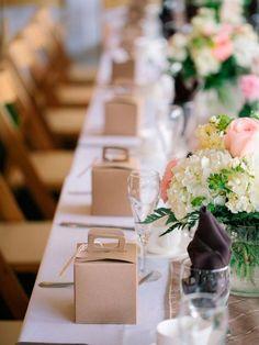 Wedding party favors ideas bodas new ideas Garden Party Wedding, Wedding Party Favors, Wedding Table, Wedding Gifts, Wedding Invitations, Wedding Decorations, New York Wedding, Trendy Wedding, Wedding Designs