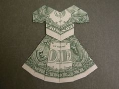 Dollar bill dress Design: Hanny Vlaar Book: Euro's Vouwen Modified to dollar bill. Made with two dollars. The folds changed when modified. Good mothers day gift The post Dollar bill dress appeared first on Paper Diy. Folding Money, Origami Folding, Origami Paper, Fun Origami, Origami Flowers, Book Folding, Paper Folding, Money Lei, Money Origami