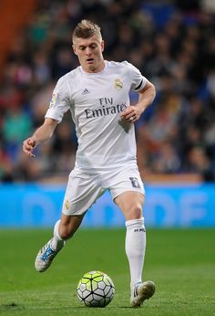 Toni Kroos of Real Madrid in action during the La Liga match between Real Madrid and Villarreal at Estadio Santiago Bernabeu on April 20, 2016 in Madrid, Spain. (April 19, 2016 - Source: Denis Doyle/Getty Images Europe)