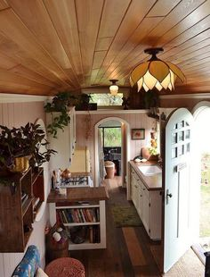 Family converts school bus into beautiful cottage on wheels (Video)