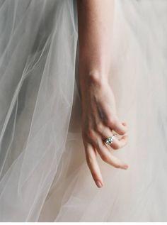 Bridal Accessoires from Enchanted Atelier Liv Hart, photo: Laura Gordon | www.hochzeitsguide.com