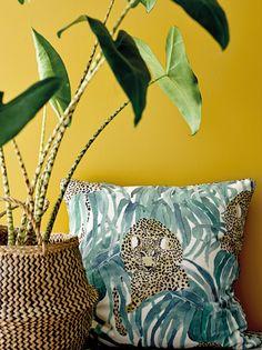 Velour offwhite/grønn leopard print - STOFF & STIL Leopard Decor, Leopard Print Fabric, Textile Design, Office Decor, Off White, Texas, Velvet, Throw Pillows, Prints
