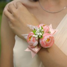 The Most Beautiful Wedding Flower Arrangements & Creative Celebration Ideas Bracelet Corsage, Wristlet Corsage, Prom Corsage And Boutonniere, Bridesmaid Corsage, Corsage Wedding, Prom Flowers, Bridal Flowers, Wedding Flower Arrangements, Bride Bouquets