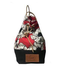 La Goffa bag brand sardo, giovane e attento alla cura dei dettagli ha realizzato questa sacca con stampa anemoni bianchi del nostro catalogo. Il tessuto utilizzato è tela canvas 100% cotone.