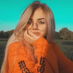 Light Blonde Hair And Blue Eyes: Character Inspiration Girl Photography Poses, Tumblr Photography, Autumn Photography, Aesthetic Photo, Aesthetic Girl, Blue Eyes Aesthetic, Girl Pictures, Girl Photos, Tmblr Girl