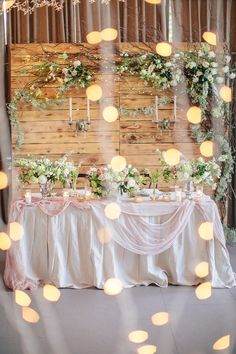 Vintage Wedding Reception Centerpieces Style Ideas For 2019 Bridal Party Tables, Bridal Shower Tables, Bridal Shower Centerpieces, Wedding Reception Centerpieces, Bridal Shower Rustic, Diy Wedding Decorations, Wedding Tables, Table Decorations, Wedding Rustic