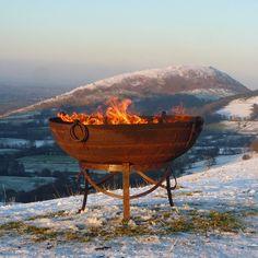 Firebowls in diverse maten tot 80 cm doorsnee, bij Binnen en Buiten. Super stoer!