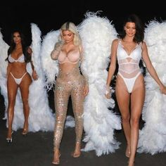 The Kardashian/Jenner sisters channelled Victoria Secret Angels in sexy costumes for an epic Halloween bash in Los Angeles, Californ. Kardashian Halloween Costume, Kendall Jenner Halloween, Best Celebrity Halloween Costumes, Cute Couple Halloween Costumes, Pregnant Halloween, Hallowen Costume, Halloween Outfits, Halloween 2017, Costume Ideas