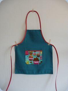 Un tablier enfant xs tablier couture pinterest for Tuto tablier cuisine enfant