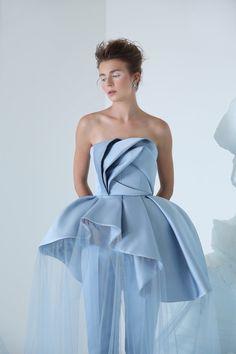 MaySociety — Azzi and Osta Couture Autumn/Winter Couture Fashion, Fashion Show, Moda Peru, Dresscode, Fashion Details, Fashion Design, Sculptural Fashion, Zuhair Murad, Indian Designer Wear
