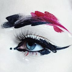Delineated, smoky, colors, shapes and techniques to make up your eyes every time We propose ten eye makeup looks for different tastes and. Makeup Inspo, Makeup Inspiration, Makeup Tips, Beauty Makeup, Eye Makeup, Hair Makeup, Runway Makeup, Unique Makeup, Creative Makeup