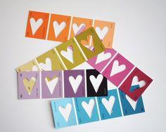 Papierherzen aus Farbstreifen
