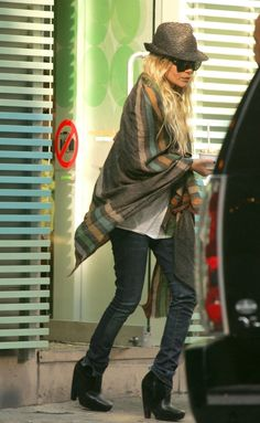 Mary Kate Olsen - The Big Scarf