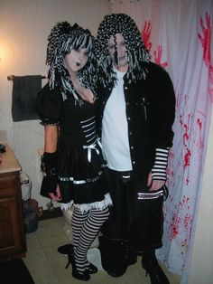 Couples costume - Goth Ann and Andy Halloween Scene, Couple Halloween Costumes, Halloween Cosplay, Halloween Ideas, Homemade Couples Costumes, Cute Costumes, Costume Ideas, Native American Halloween Costume, Girl Group Costumes